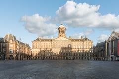 Royal Palace på fördämningen kvadrerar i Amsterdam, Nederländerna Fotografering för Bildbyråer