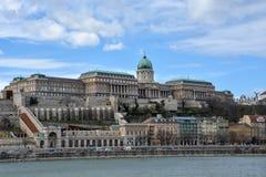 Royal Palace przy rzecznym Danube w Budapest fotografia stock