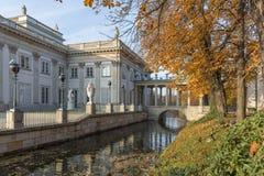 Royal Palace sull'acqua in Lazienki parcheggia, Varsavia Immagini Stock