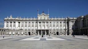Royal Palace van Madrid in zonnige dag, Spanje stock videobeelden