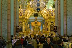 Royals versehen in Peter und in Paul Cathedral mit einem Gatter Peter-und Paul-Festung Stockfoto