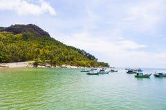 Royalty hoog - beeld van de kwaliteits het vrije voorraad van boten bij Nha-strand op Zoonseiland, Kien Giang, Vietnam Dichtbij h royalty-vrije stock fotografie
