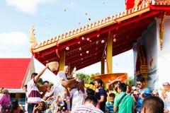 ROYONG, THAÏLANDE - 6 JUILLET : Célébration d'un nouveau moine bouddhiste, Photo stock
