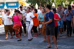 ROYONG THAILAND - JULI 6: Den thailändska dansaren med den nya munken ståtar ar Arkivfoto