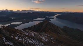 Roys alza il lasso di tempo verticalmente del tramonto, isola del sud Nuova Zelanda stock footage