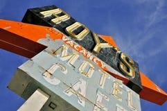 Roys historiska tecken längs den Route 66 närbilden Arkivfoto