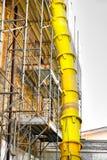 Rozładowanie gruzów tubki jarda budynek fotografia royalty free