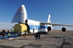AN-124 rozładunek Zdjęcia Royalty Free