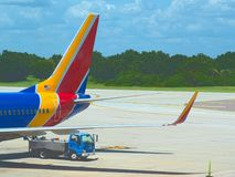 Rozładunkowy odpady od linii lotniczej obraz stock