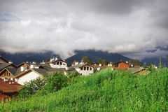 Roza Khutor Plateau Alpine Ski-het Landschap van de Toevluchtzomer, Sotchi, R Stock Afbeelding