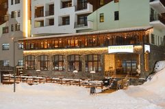 Roza Khutor, Sotchi, Russie, janvier, 25, 2018 Rosa Plateau Restaurant Rosmarin dans l'hôtel Rosa Springs dans le village olympiq image stock
