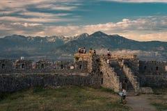 Rozafa slott på solnedgången, Shkodra, Albanien royaltyfria bilder