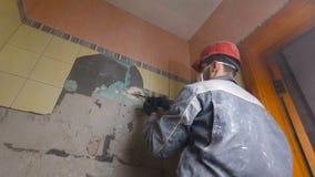 Rozbiórka stare płytki z jackhammer Odświeżanie stare ściany w kuchni lub łazience zbiory