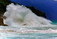 Rozbijać fala Kauai, Hawaje Zdjęcie Stock
