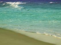 rozbije się fala plażowych obrazy stock