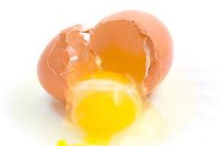 rozbite jajko zdjęcia stock