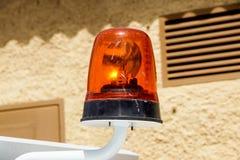 Rozblaskowa przeciwawaryjnego światła syrena wspinał się na samochodzie obrazy stock