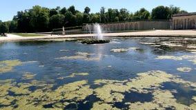 Rozciągliwość woda, Chantilly kasztel Francja zdjęcia royalty free