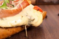 Rozciekły błękitny ser obraz stock