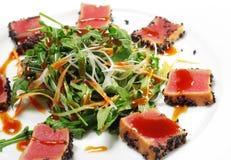 rozdaje sałatkowego tajlandzkiego tuńczyka Fotografia Stock