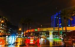 Rozdroże w w centrum Miami przy nocą fotografia royalty free