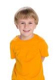 Roześmiana chłopiec w żółtej koszula obraz stock