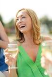 Roześmiana kobieta z wina szkłem Obrazy Stock