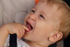 Roześmiany dziecko z lewą klamerką Obrazy Royalty Free