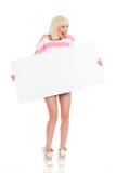 Roześmiany młodej dziewczyny mienia pustego miejsca sztandar Obraz Stock
