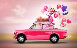 Roze auto met symbolen van liefde, vakantie, happyness  Royalty-vrije Illustratie