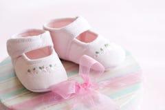 Roze babyschoenen stock foto