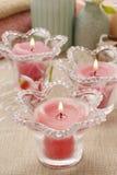 Roze bemerkte kaarsen in de houders van de glaskaars Stock Foto's