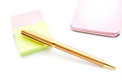 Roze blocnote, stickers en pen Royalty-vrije Stock Afbeelding