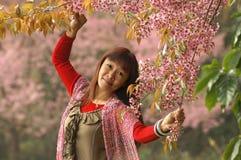 Roze bloemen en freshy dame Royalty-vrije Stock Afbeelding