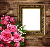 Roze bloemenregeling en een kader Stock Afbeeldingen