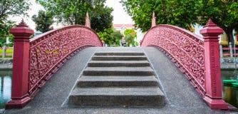 Roze Brug in tuin Royalty-vrije Stock Fotografie