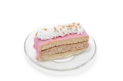 Roze cake met witte room op plaat Stock Afbeelding