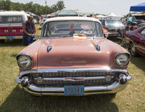 1957 Roze Chevy Bel Air Front View Stock Foto's