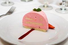 Roze Chiffon en Cakegebakje Stock Fotografie