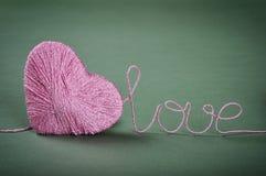 Roze clew in vorm van hart stock fotografie