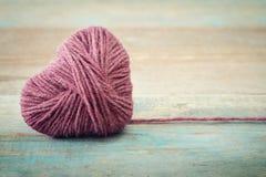 Roze clew in vorm van hart stock afbeelding
