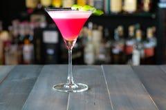 Roze cocktail op de bar Stock Afbeelding