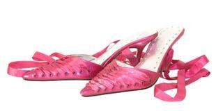 Roze de damesschoenen van de gootsteen, die op wit worden geïsoleerd stock fotografie