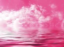 Roze die hemel met wolken in het abstracte fantasiewater worden weerspiegeld Stock Fotografie