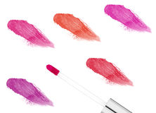 Roze die lipgloss op wit wordt geïsoleerd Stock Foto's