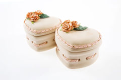 Roze doos in hartvorm met decoratiebloem Royalty-vrije Stock Foto