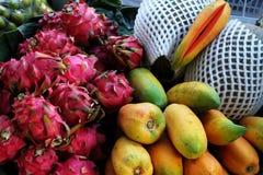 Roze draakfruit en papaja Stock Fotografie