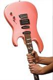 Roze elektrische gitaar in hads Stock Foto
