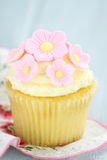 Roze en Gele Cupcakes Stock Fotografie