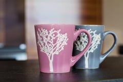 Roze en grijze koppen Stock Afbeeldingen